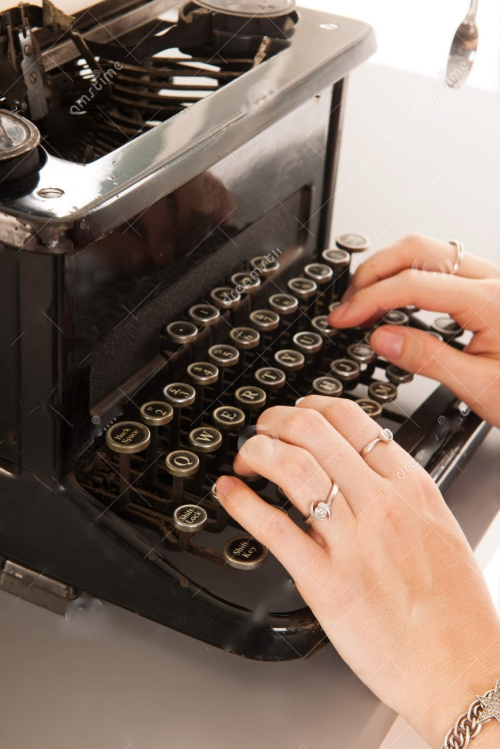 -black-typewriter-10 pub crop woman-typing-vintage-35735816 copy 3